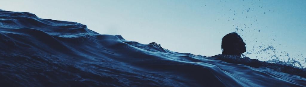 nadadora-mar-abierto